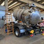 Pose d\'une citerne inox AISI 316L-2B basculante de 6\'000 litres sur son châssis Iveco 4x2 / 15 T / Empattement 3\'690 mm et Largeur 2.